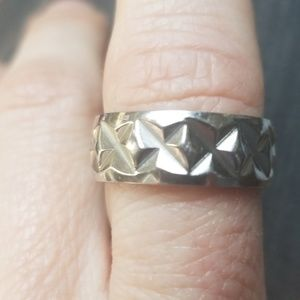 Jewelry - Silver toned ring